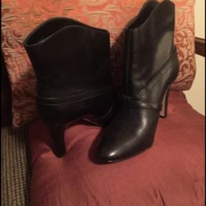 Black Gianni Bini Boots